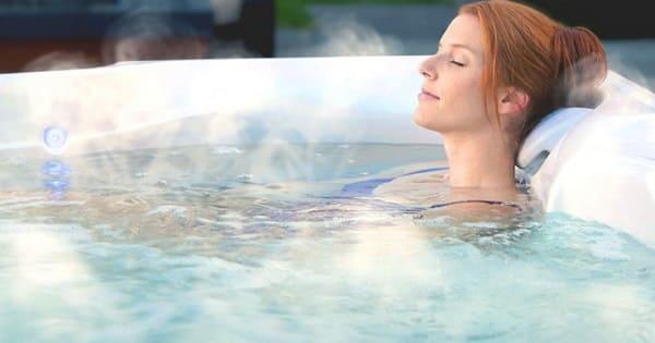 Ngâm nước ấm giúp cải thiện tình trạng vảy nến á sừng