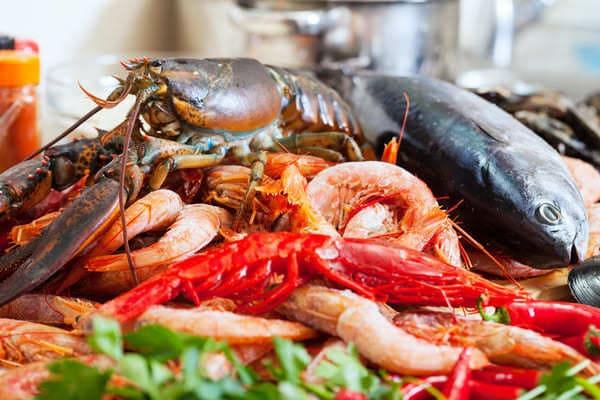 Nổi mề đay kiêng ăn gì? Đừng quên món hải sản hấp dẫn này nha