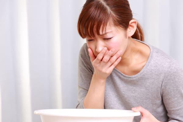 Ngoài những biểu hiện thường gặp, người bệnh còn có triệu chứng buồn nôn, chóng mặt