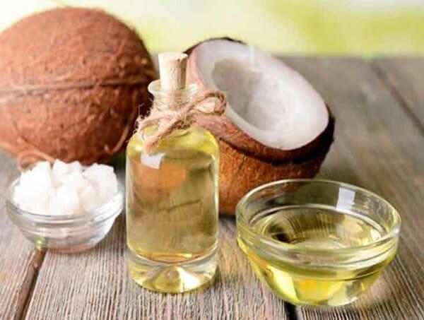 Dầu dừa giúp dưỡng ẩm, cải thiện tình trạng vẩy nến á sừng
