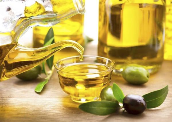 Dầu oliu giúp giảm ngứa, mềm da đem lại cảm giác dễ chịu hơn cho người bệnh vảy nến