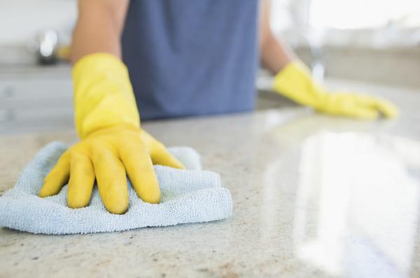 Ngoài ra người bệnh cũng rất cần bảo vệ da tay trước các loại hóa chất gây hại
