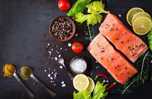 Cá hồi là một loại thực phẩm rất tốt cho người da mụn