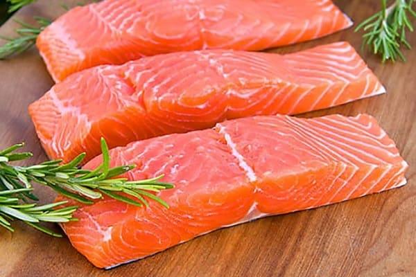 Cá hồi giúp bổ sung dưỡng chất qua da