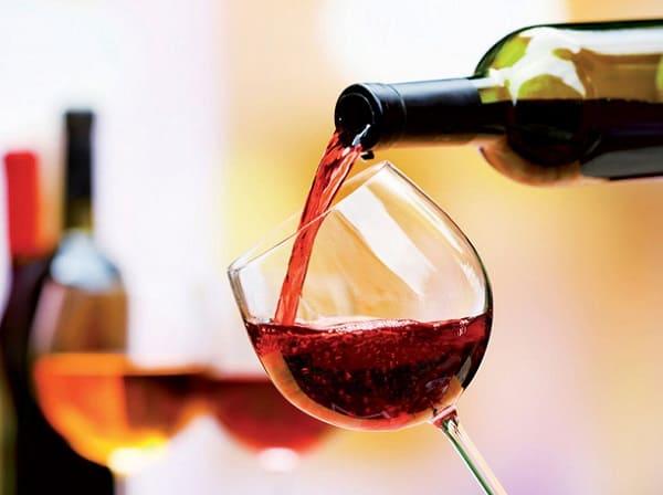 Rượu vang đỏ giúp ngăn ngừa lão hóa da