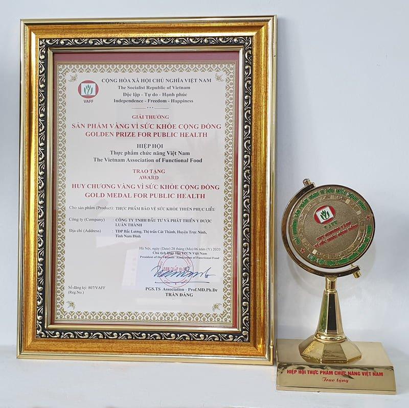 Giải thưởng huy chương vàng vì sức khỏe cộng đồng