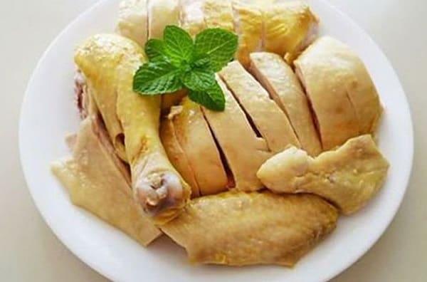 Thịt gà là thực phẩm cần kiêng tránh
