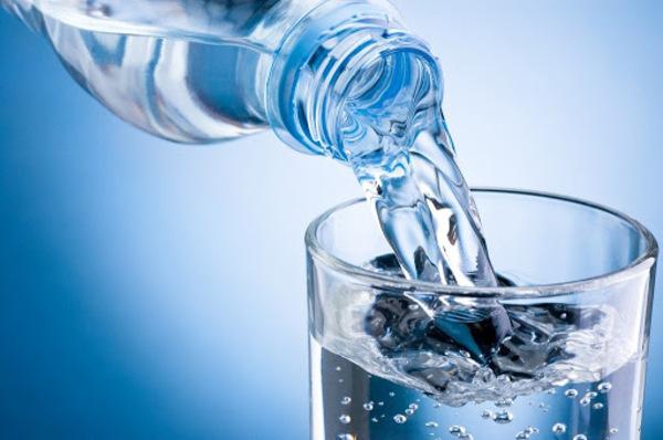 Bổ sung nước mỗi ngày giúp cơ thể cung cấp đầy đủ độ ẩm và đào thải độc tố