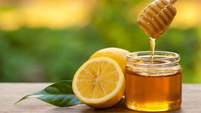 Mật ong là một loại kem dưỡng ẩm tự nhiên vô cùng tốt cũng như lành tính với mọi làn da