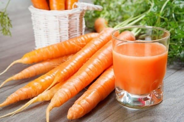 Thoa nước cà rốt chữa dị ứng thời tiết và làm đẹp da